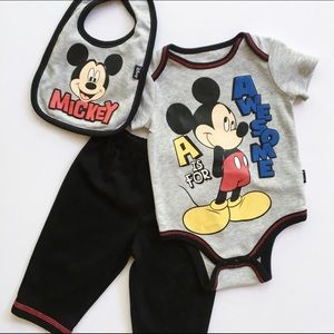 NWOT Disney Mickey Mouse Outfit Set (0-3Mo)